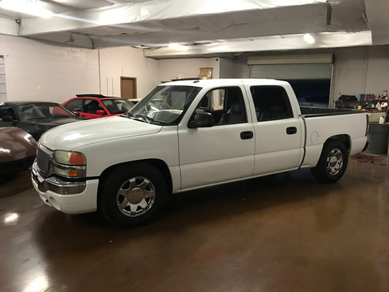 2004 GMC 1500 Silverado 2WD Crew Cab Shortbed LOWERED